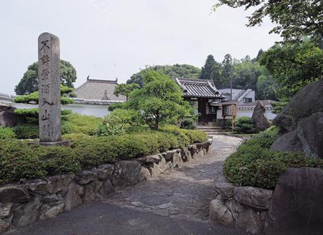 法蔵寺境内墓地