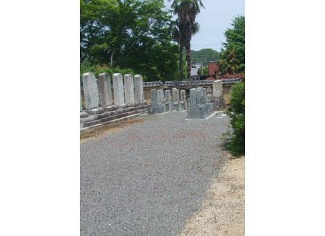 隣華院墓地