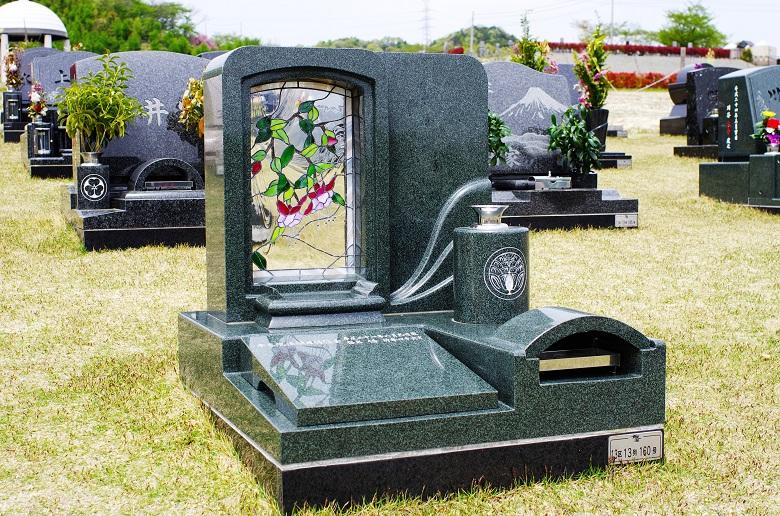 終活で準備するお墓。生前墓のメ...